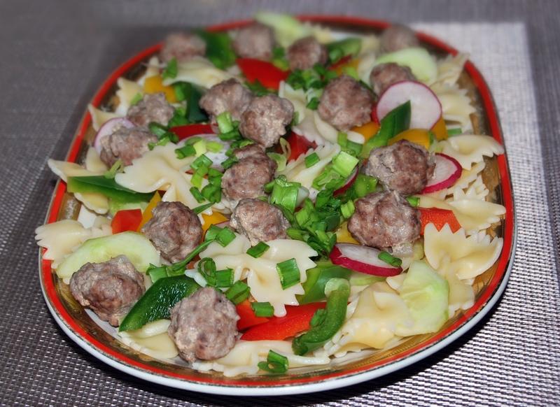 salatka w sosie jogurtowym