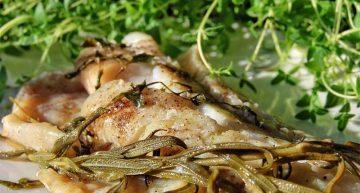 Filet rybny zapiekany ze świeżym rozmarynem i tymiankiem