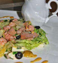 salatka-z-lososiem-i-krewetkami-1