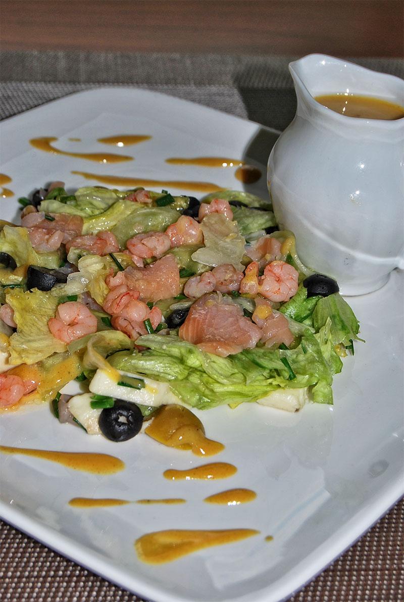 salatka-z-lososiem-i-krewetkami-2