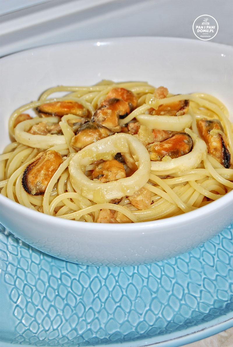 spaghetti-z-owocami-morza