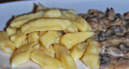Kopytka z sosem pieczarkowym